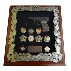Деревянная ключница с пистолетом Макарова и наградами СССР gt16-277