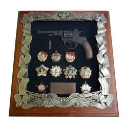 Деревянная ключница с револьвером Наган и наградами СССР gt16-275