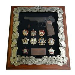 Деревянная ключница с пистолетом Стечкина и наградами СССР gt16-278