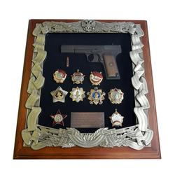 Деревянная ключница с пистолетом ТТ и наградами СССР gt16-276