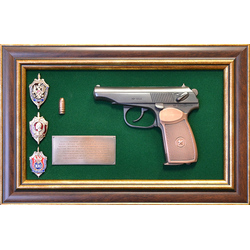 """Панно с пистолетом """"Макаров"""" со знаками ФСБ в подарочной коробке gt18-334"""