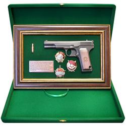 """Панно с пистолетом """"ТТ"""" с наградами СССР в подарочной коробке gt18-335"""