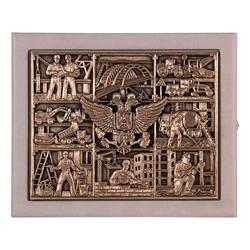 """Ключница """"Строители"""" - кожа, цвет слоновая кость (бежевый), 27х22х7 см, шильд объемный медный КЛКШВ-37беж"""