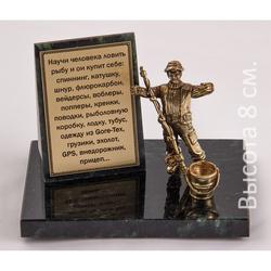 "Бронзовая скульптура на натуральном камне ""Рыбак"" БФК-22/2рыбак с ведром"