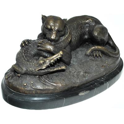 """Статуэтка из бронзы на натуральном камне """"Бой пантеры с крокодилом"""" reg15001"""